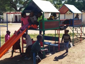 kids-in-de-speeltuin