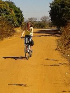 Susanne boodschappen doen in Zambia 2014
